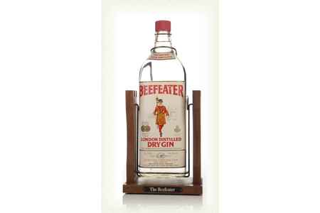 Main beefeater london dry gin with pouring cradle late 1970s