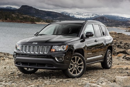 Main 2014 jeep compass limited three quarters view 2